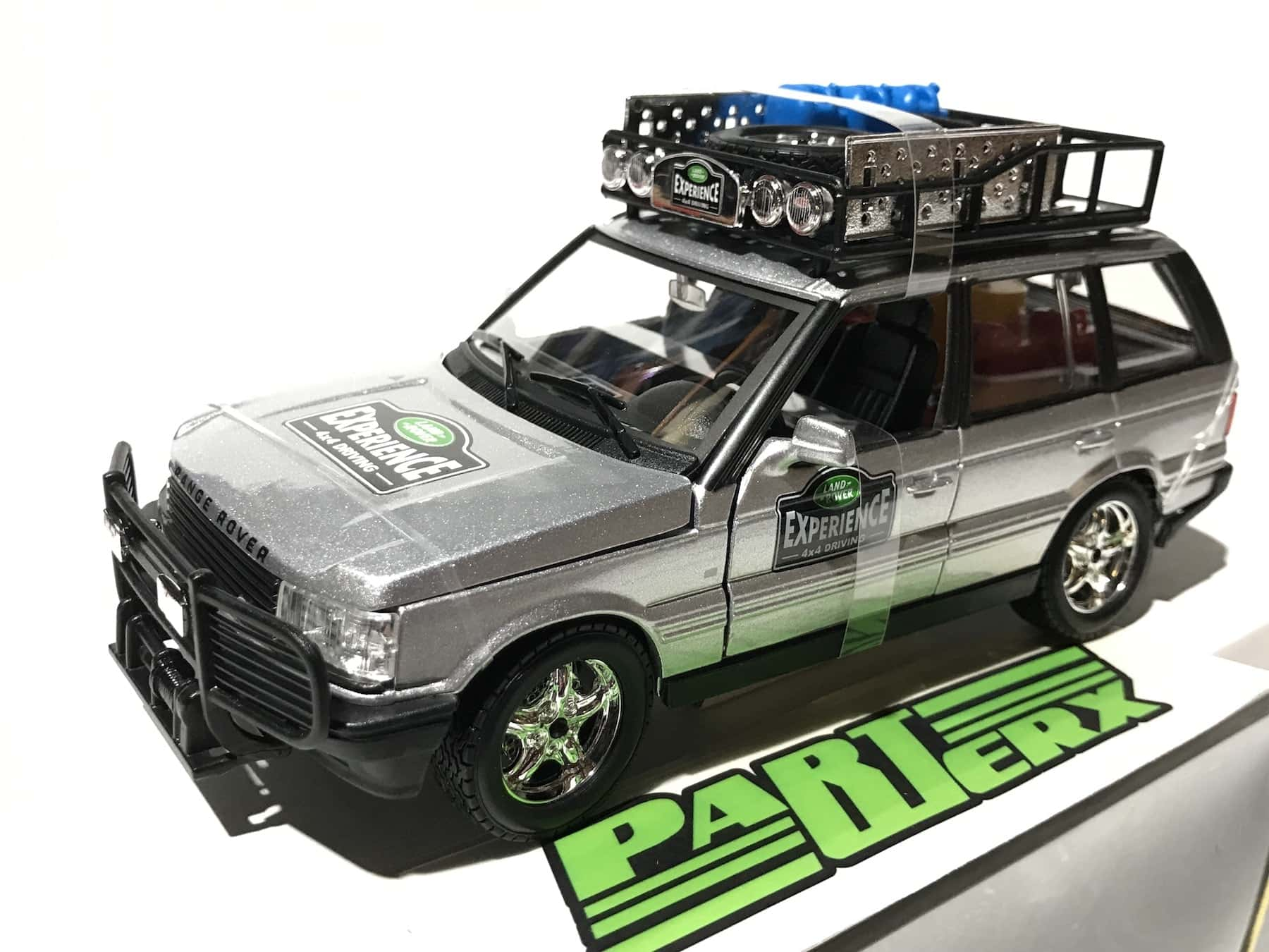 Land Rover Range Rover Experience 1:24 Scale Model Car Christmas Gift Xmas Birthday Present