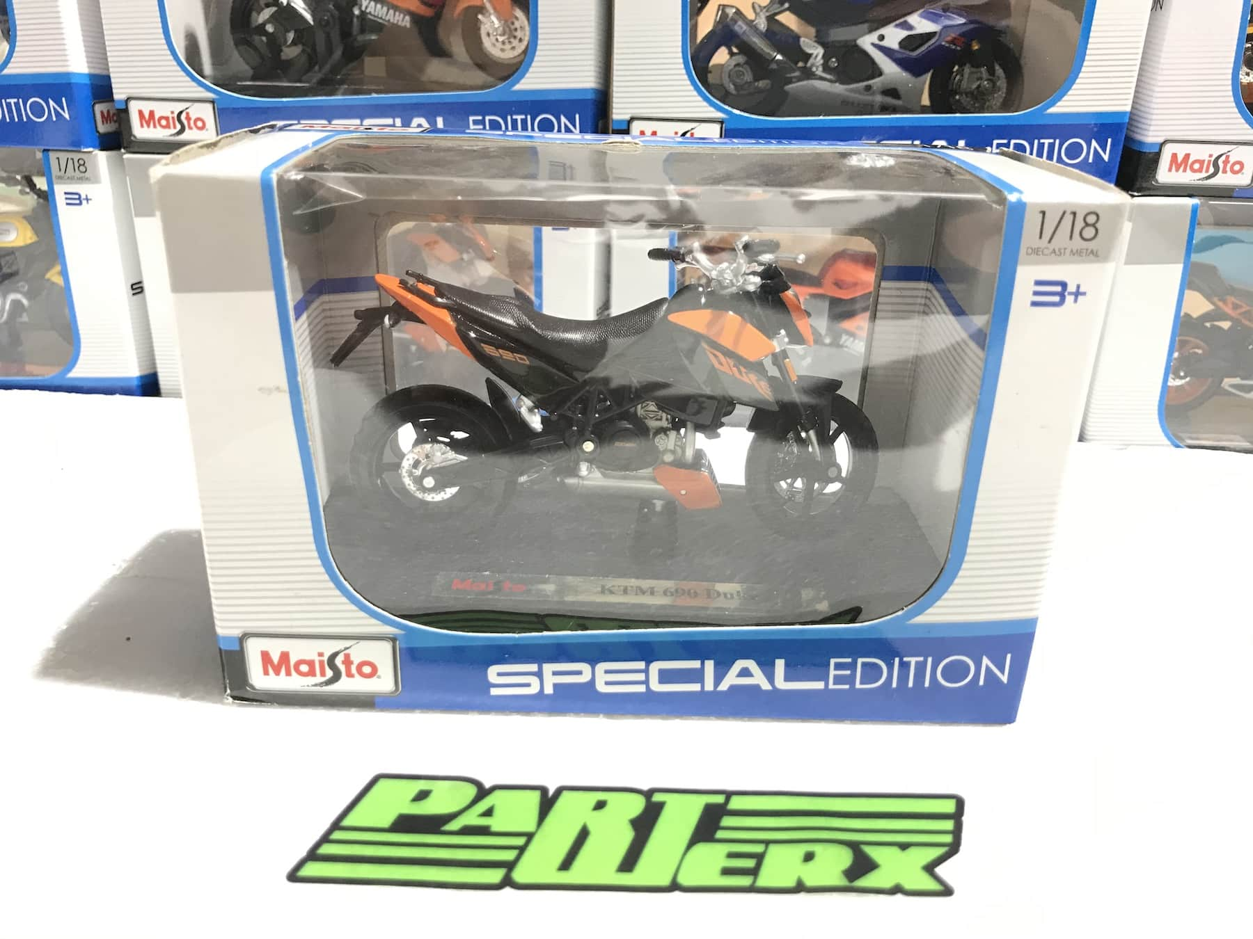 KTM 690 Duke 1:18 Motorbike Scale Model Motorcycle Toy Dads Fathers Kids Gift Birthday Present