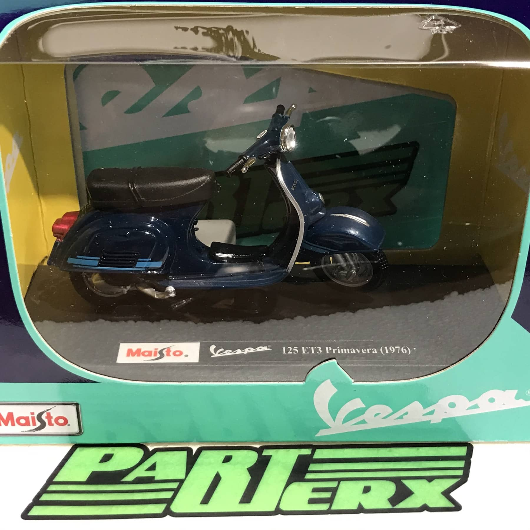 Vespa Scooter 125 ET3 Primavera 1976 1:18 Scale Model Kids Childs Toy Fathers Day Dads Gift Present